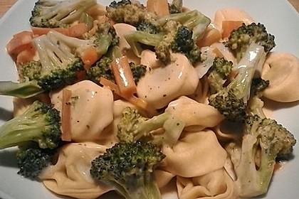Tortelloni in Käsesahnesoße 36