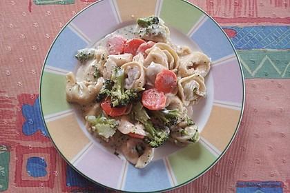 Tortelloni in Käsesahnesoße 53