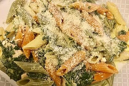 Leckere Nudeln mit Gorgonzola - Spinat und Hähnchenfilet