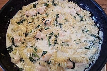 Leckere Nudeln mit Gorgonzola - Spinat und Hähnchenfilet 1
