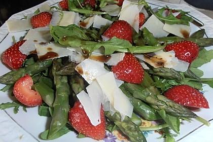 Spargel - Erdbeer - Salat mit Rucola und Pamesan 5