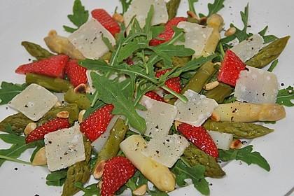 Spargel - Erdbeer - Salat mit Rucola und Pamesan 2