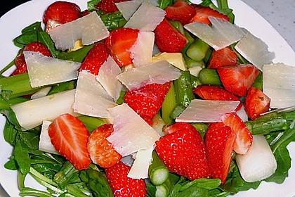 Spargel - Erdbeer - Salat mit Rucola und Pamesan 4