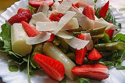 Spargel - Erdbeer - Salat mit Rucola und Pamesan 1