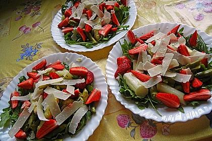 Spargel - Erdbeer - Salat mit Rucola und Pamesan 6