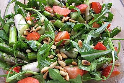 Spargel - Erdbeer - Salat mit Rucola und Pamesan 3