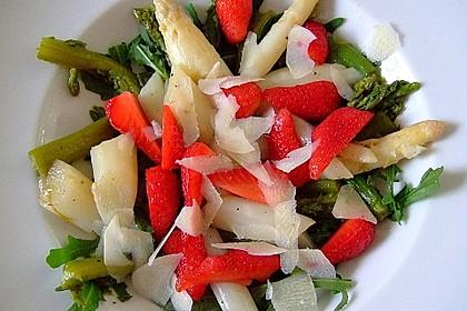 Spargel - Erdbeer - Salat mit Rucola und Pamesan