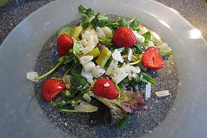 Spargel - Erdbeer - Salat mit Rucola und Pamesan 8