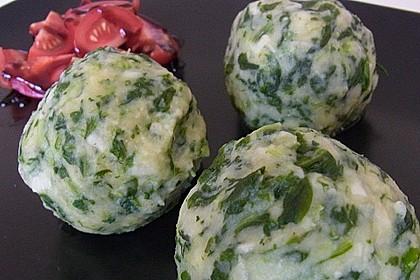 Spinat - Topfenknödel mit Salbeibutter