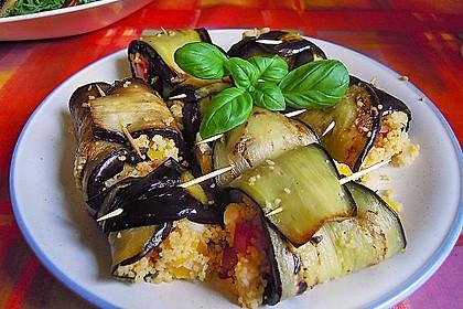 Auberginenröllchen mit Couscoussalat