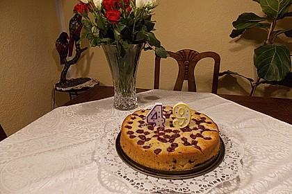 Saftiger  Rührkuchen mit Kirschen und Schokosplittern 4