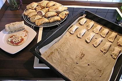 Gefüllte Pizzabrötchen 15