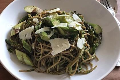 Spaghetti mit gebratenem Spargel und Bärlauchpesto 11