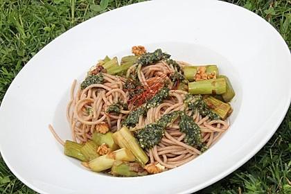 Spaghetti mit gebratenem Spargel und Bärlauchpesto