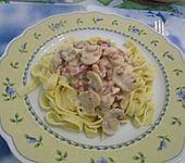 Schnelle Nudelsoße mit Speck, Champignons und Zwiebeln (Bild)