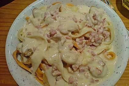 Schnelle Nudelsoße mit Speck, Champignons und Zwiebeln 1