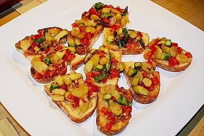 Bruschetta mit grünem Spargel und Tomaten 9