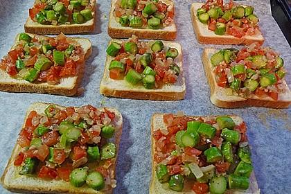 Bruschetta mit grünem Spargel und Tomaten 19