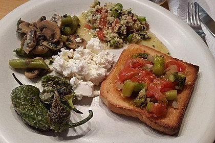Bruschetta mit grünem Spargel und Tomaten 14