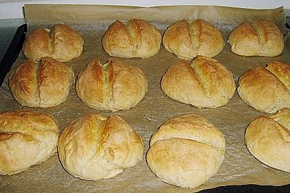 Brötchen aus Roggen- und Weizenmehl (Bild)