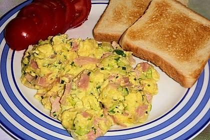 Zucchini-Schinken-Rührei auf Brot 8