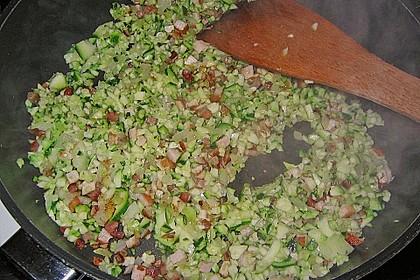 Zucchini-Schinken-Rührei auf Brot 14