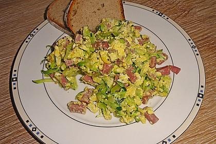 Zucchini-Schinken-Rührei auf Brot 4