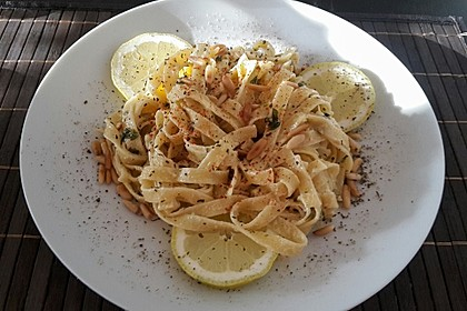 Tagliatelle mit Zitronen-Basilikum-Sauce 9
