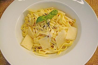 Tagliatelle mit Zitronen-Basilikum-Sauce 7