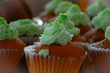 Zitronen - Cupcakes mit Waldmeister - Frischkäse - Creme 10
