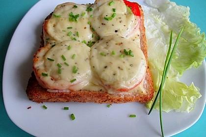 Sandwich mit Tomaten und Käse überbacken