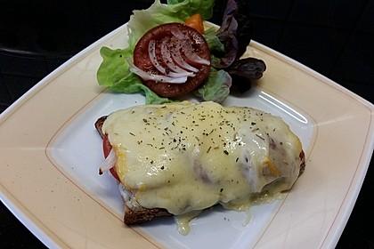 Sandwich mit Tomaten und Käse überbacken 1