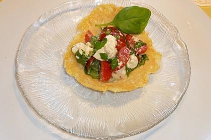 Parmesankörbchen, gefüllt mit Tomaten - Mozzarella - Salat 5