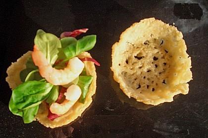 Parmesankörbchen, gefüllt mit Tomaten - Mozzarella - Salat 7