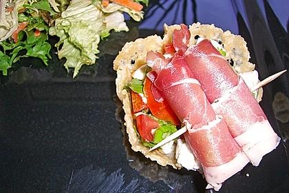 Parmesankörbchen, gefüllt mit Tomaten - Mozzarella - Salat 6