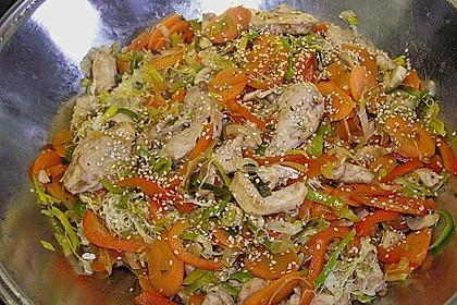 Asiatische Gemüse - Pfanne mit Hähnchen