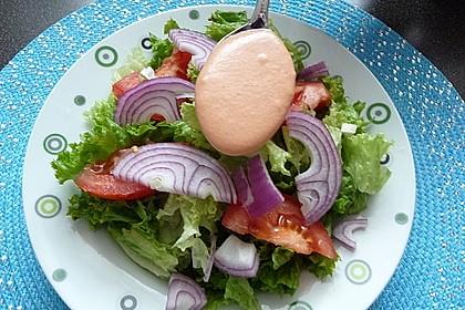 Salatdressing mit Frischkäse und Tomatenmark