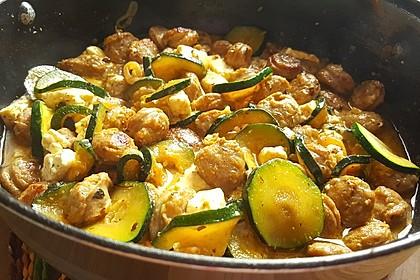 Griechische Zucchinipfanne mit  Bratwurst 16