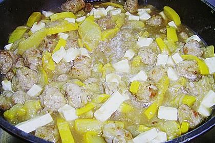 Griechische Zucchinipfanne mit  Bratwurst 19