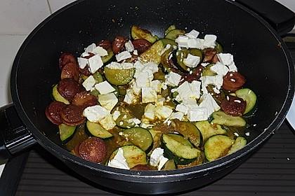 Griechische Zucchinipfanne mit  Bratwurst 8