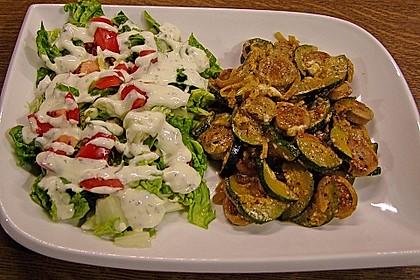 Griechische Zucchinipfanne mit  Bratwurst