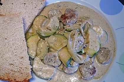 Griechische Zucchinipfanne mit  Bratwurst 9