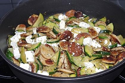 Griechische Zucchinipfanne mit  Bratwurst 4