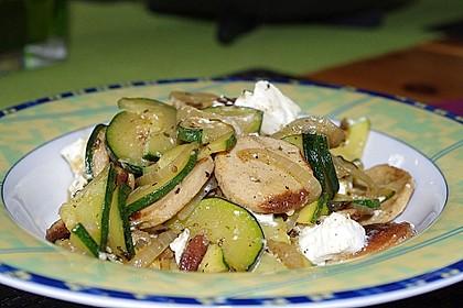 Griechische Zucchinipfanne mit  Bratwurst 3