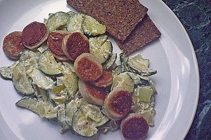 Griechische Zucchinipfanne mit  Bratwurst 11