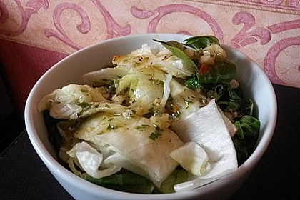 Eisbergsalat mit süß - saurem Zitronendressing 4