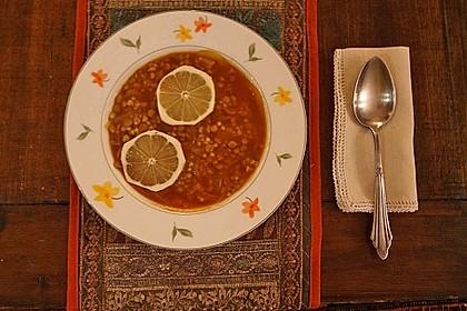 Armenische Linsensuppe mit Anis, Zwiebeln und Zitrone