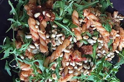 Italienischer Nudelsalat mit getrockneten Tomaten und Schafskäse 12