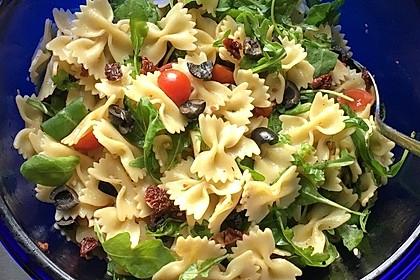 Italienischer Nudelsalat mit getrockneten Tomaten und Schafskäse 2