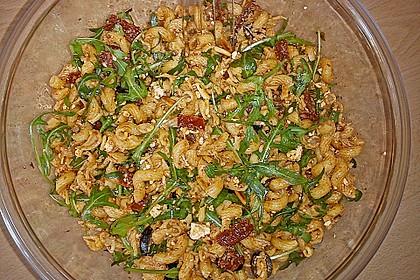 Italienischer Nudelsalat mit getrockneten Tomaten und Schafskäse 6